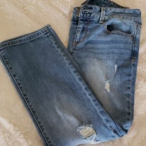 Forever 21 Distressed Crop Jean, 29